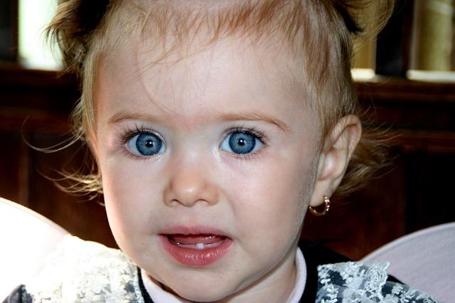 ¿Cuándo le comienzan a salir los dientes a los bebés?